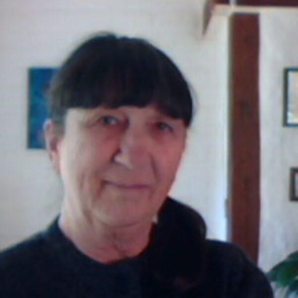 Dr. Anita De Bellis